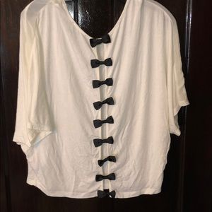 White Jessica Simpson top, Black bows, size Small